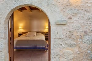 discover-the-hotel-kapsaliana-village-AWd3