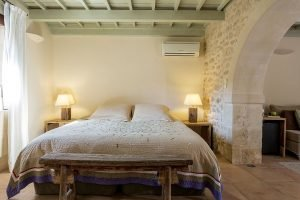 discover-the-hotel-kapsaliana-village-dAS3